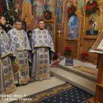 """Moş Crăciun a împăţit daruri de Naşterea Domnului în Parohia """"Sf. Trei Ierarhi"""""""